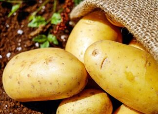 How To Peel The Skin Off A Potato In Seconds