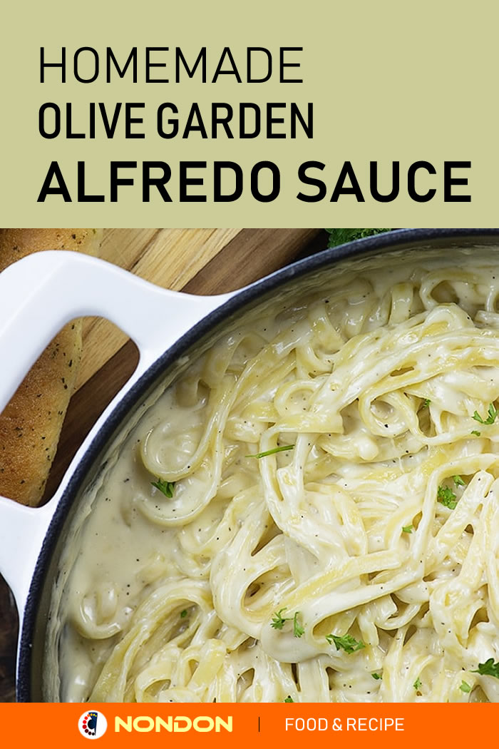 Homemede Olive Garden Alfredo Sauce Recipe with a handful of ingredients and comes together in about 5 minutes #Homemede #OliveGarden #AlfredoSauceRecipe #AlfredoSauce